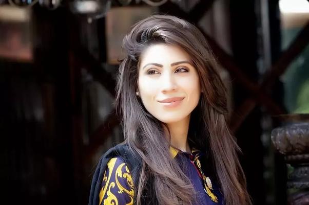 gorgeous pakistani women