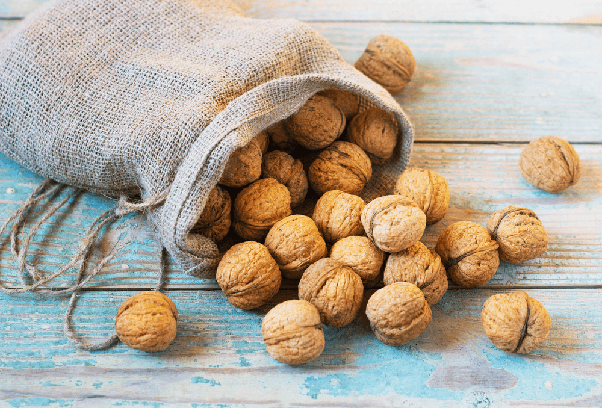 How many walnuts or almonds should one eat a day? - Quora