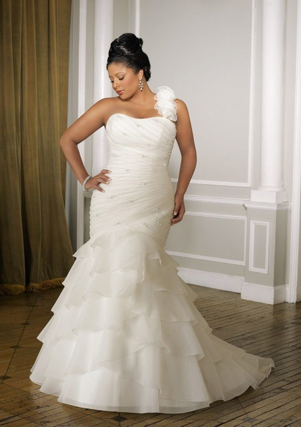 Are one shoulder wedding dresses no longer in fashion why or why in this case because the dress is asymmetrical your hair should give it some balance you can either go with something high and tight like a junglespirit Gallery