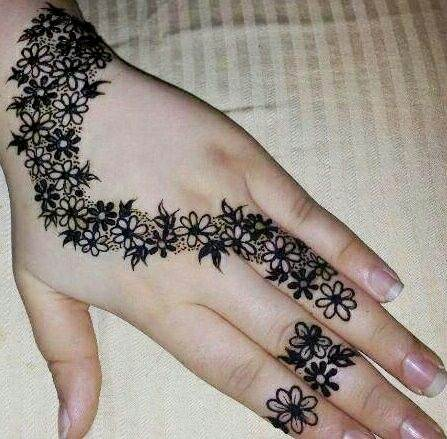 This Mehendi Design Is Easy Yet Beautiful. You Just Have To Work Towards  Making Small Flowers Together. Focus On Filling A Few Of Them To Give It A  Shading ...
