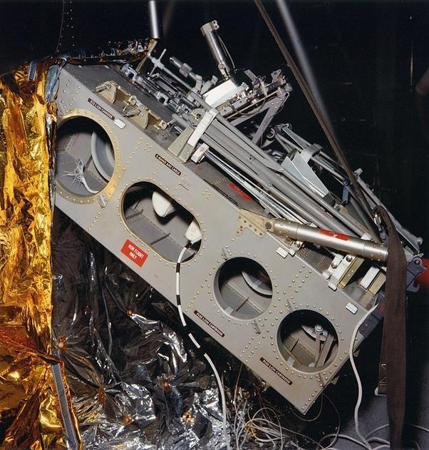 Stanley Kubrick - avoue avoir filmé le faux atterrissage d'Apollo 11 sur la lune - Confirmation Chinoise ! Main-qimg-028d7f2fa13a83032540903d0eda3d9b-c