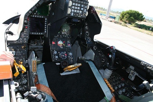 What Do All Of The Controls In An F16 Fighter Jet S