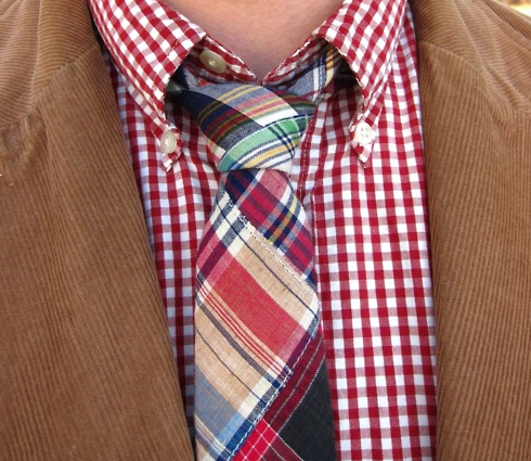 What tie color should you wear with a plaid shirt and for How to match shirt and tie