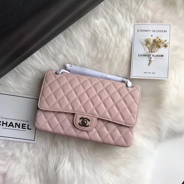 4823085312bf But what to do if you love Chanel, but don't want to break the bank? Then  it's time for the 5 tips below on how to buy Chanel at a discount