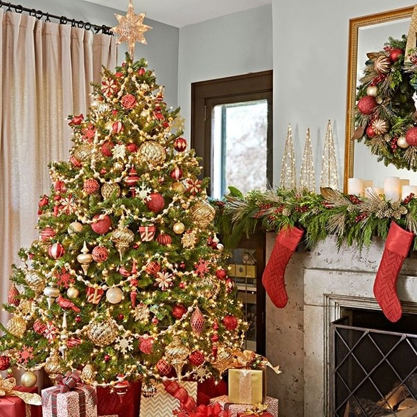 Make Your Stay Tree A Showstopper Thru Adorning It With Traditional Coordinating Ornaments In Red And Gold Beaded Garland Strings Of Lighting