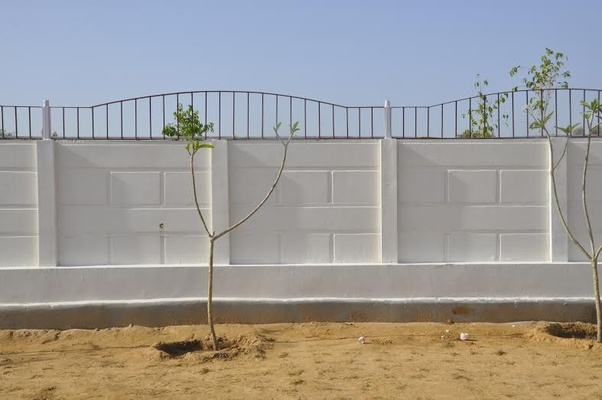 What is the difference between precast concrete and