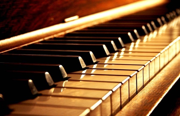 What is the best approachstrategy to learn to play the piano by find a teacher who knows the piano playing or learning through online courses also gives you the best result fandeluxe Images
