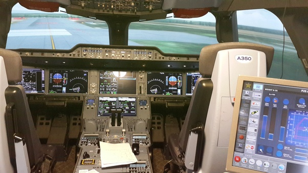 Is it possible for a Boeing 747 pilot to fly an A380 with little