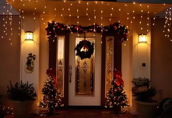 this holidays welcome your guests with a heartwarming sight of your beautiful christmas door decorations you can experiment a lot with these decorations - How To Decorate Your House With Christmas Lights