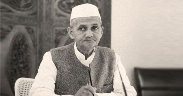 Who was the first prime minister of India who died abroad