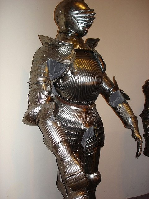 Did crossbows and bows make full plate armour obsolete ...