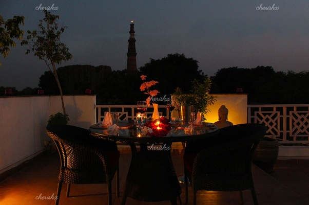 What are a few romantic places for a couples 1st anniversary in the