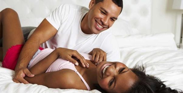 पुरुषों को आकर्षित करने के लिए महिलाएं अपनाती हैं ये तरकीब 8