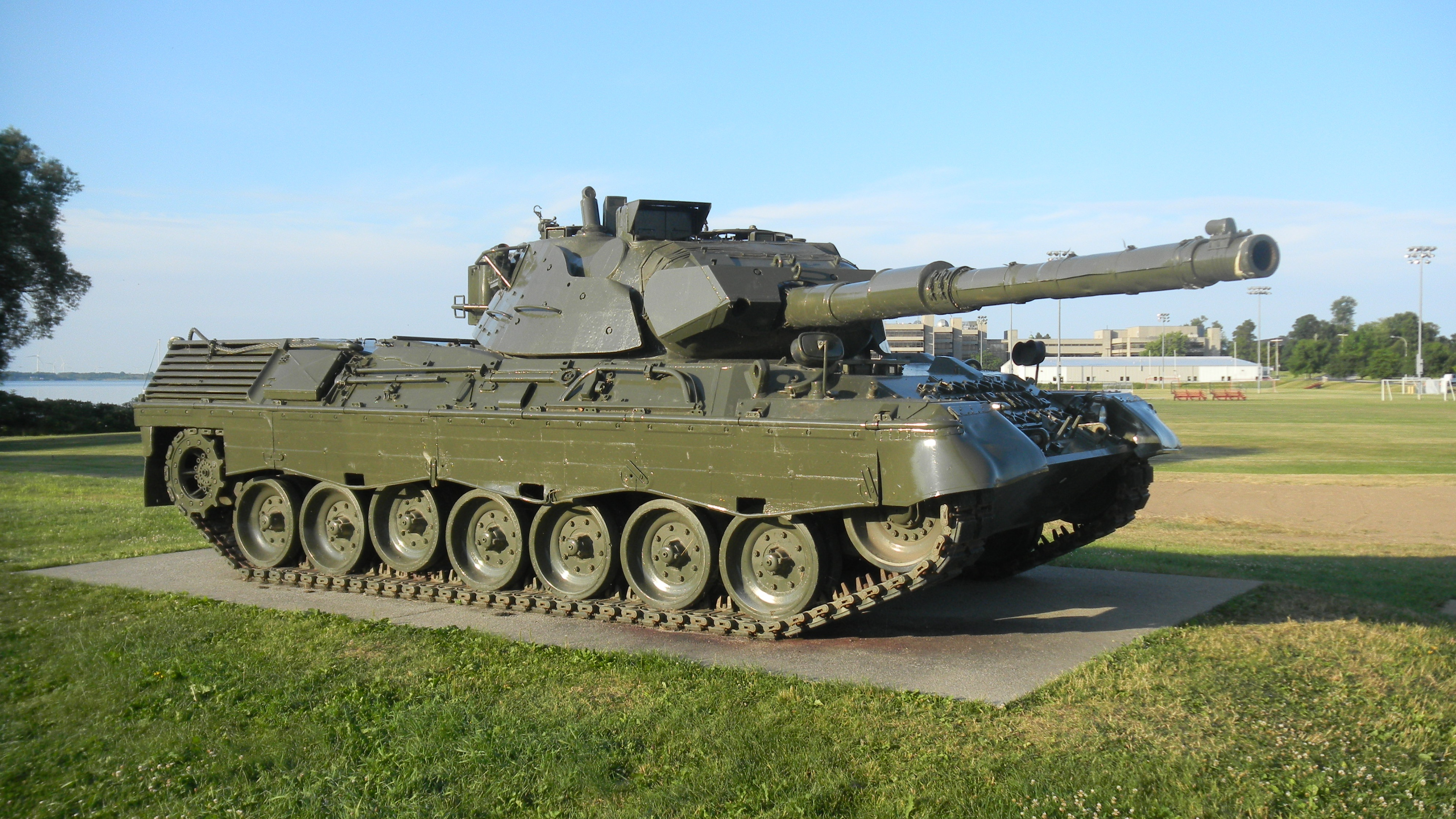 Why do tanks today not enforce the sloped armor and look