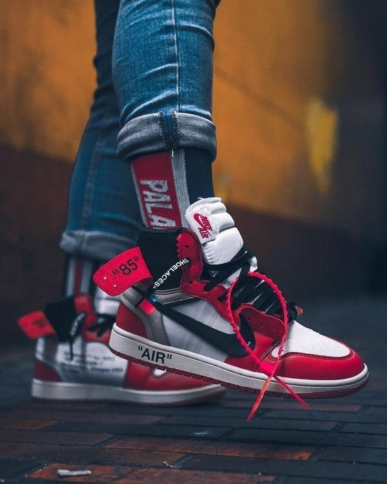 ce9acb0ad The most intuitive changes to the Air Jordan 1 should be followed by a  number of processing and swoosh design. Compared to the original heel  reinforcement