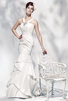 A Line Wedding Dresses Are Also Flattering On Pee And Chubby Women This Style Lengthens The Body