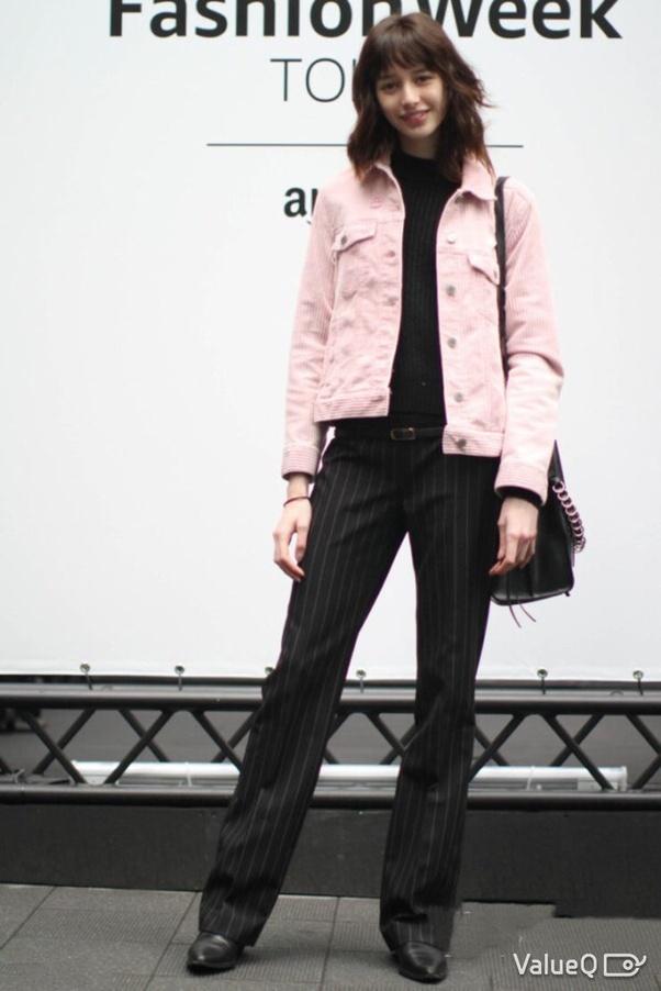 6a06d6b15fd Can I wear a denim jacket as a top too  - Quora