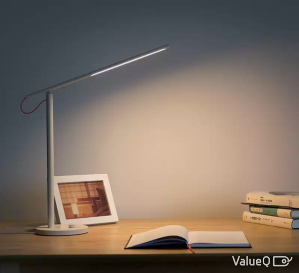 ba7c73f8facd The lamp has a very minimalistic design. You get a super thin stand and a  thin tube