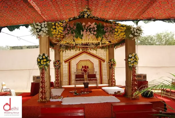 Where can i find low cost high quality wedding decorations quora because to make a wedding perfect there are a lot of things that should be kept in mind and only a professional can do that its your day so why do not junglespirit Image collections