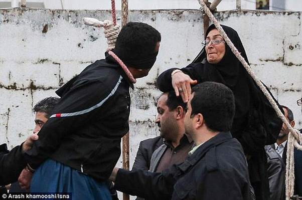 Amazing Pictures: How An Iranian Mother Saved A Murderer From Hanging 4