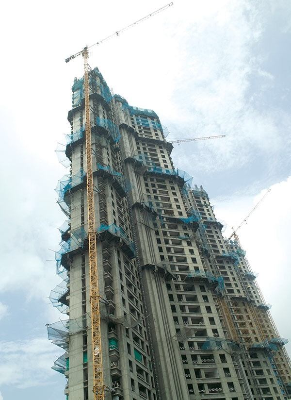 construction technology how does a tower crane stay balanced quora