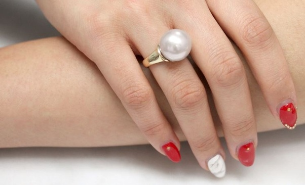 Wearing silver ring in thumb astrology sign