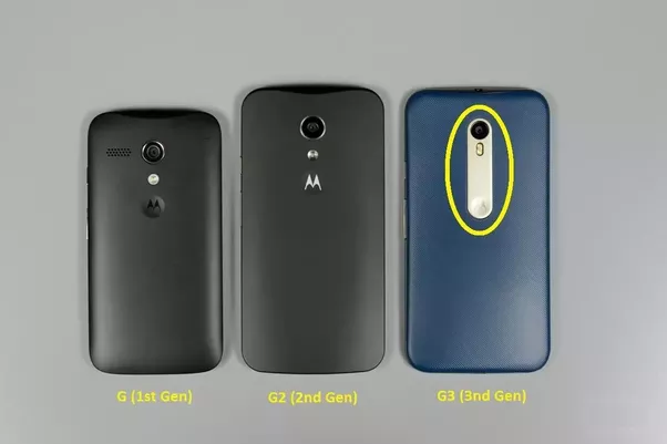 Why is there a gap in the Moto G3 below the flashlight just