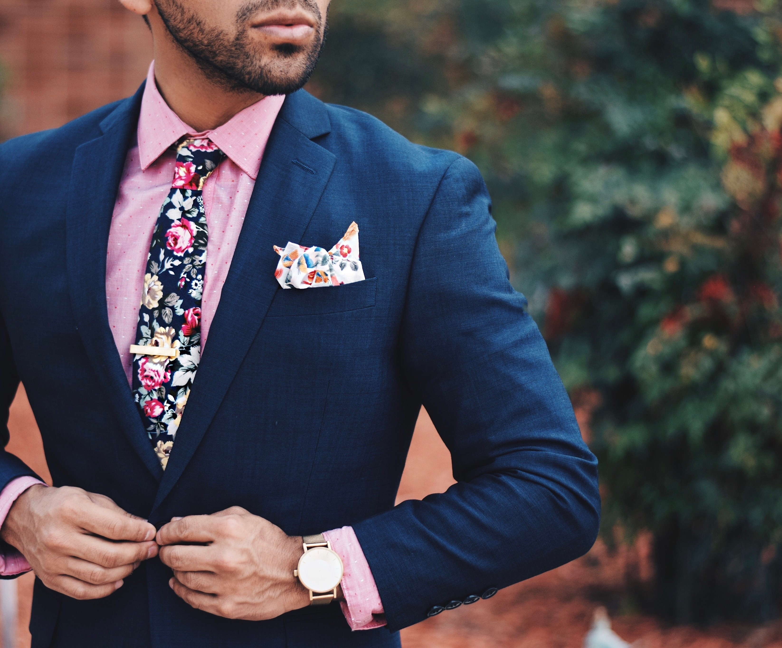 What Colour Tie Should I Wear With A Navy Blue Suit And A Pink Shirt