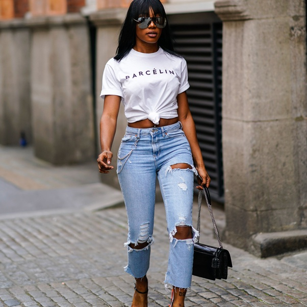What color shirt goes well with light blue jeans? - Quora