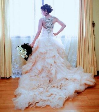 Should wedding dresses always be white? If not, then what
