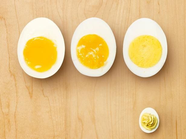 How to stop hard boiled eggs from smelling when you peel