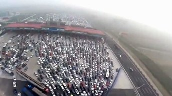 Is there really a 50-lane highway in China? And it merges into 4