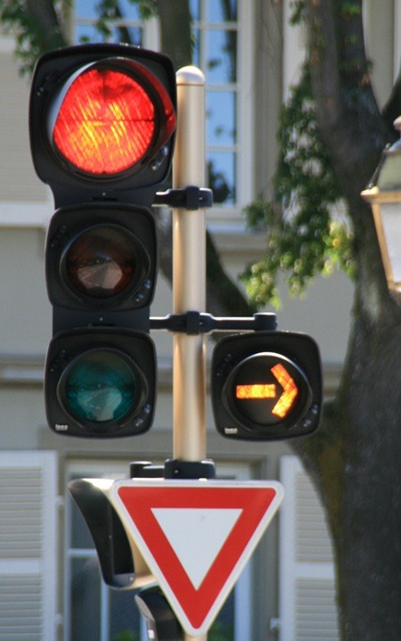 Can You Turn Right On A Red Light In France Quora