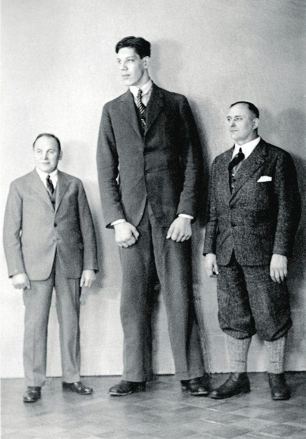 who was the tallest living person in 1942 quora