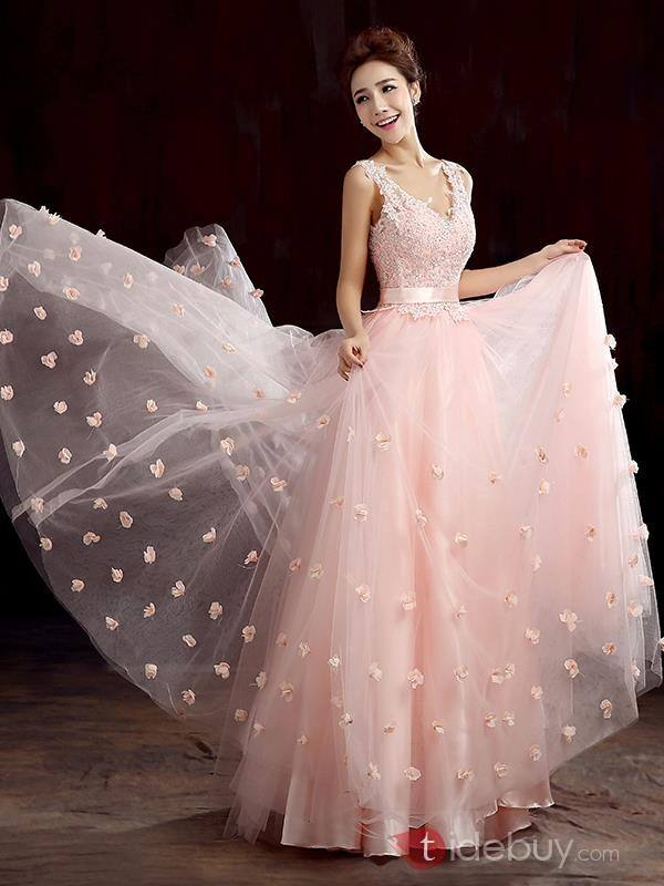 What kind of styles would you suggest for a graduation (prom) dress ...