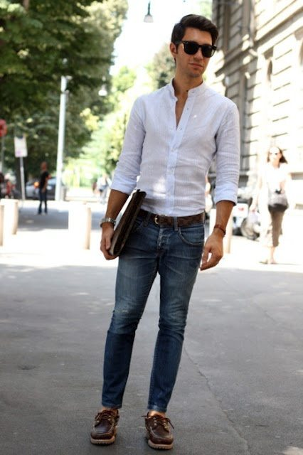 What colour of jeans should I wear with white shirt?