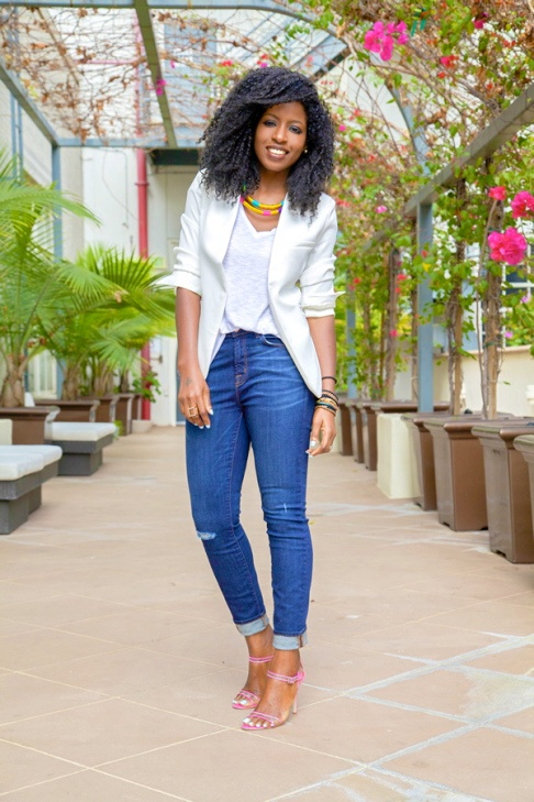 What type of white shirt looks good with blue jeans? - Quora