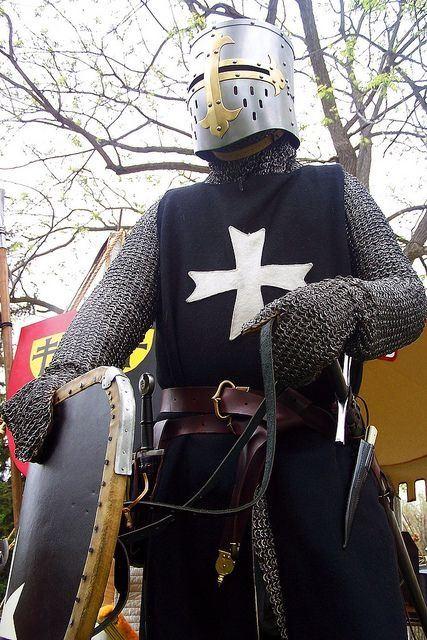 what did knights wear in battle