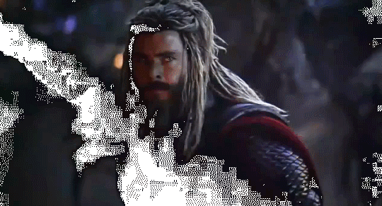 Did Thanos lift Thor's hammer momentarily during the fight
