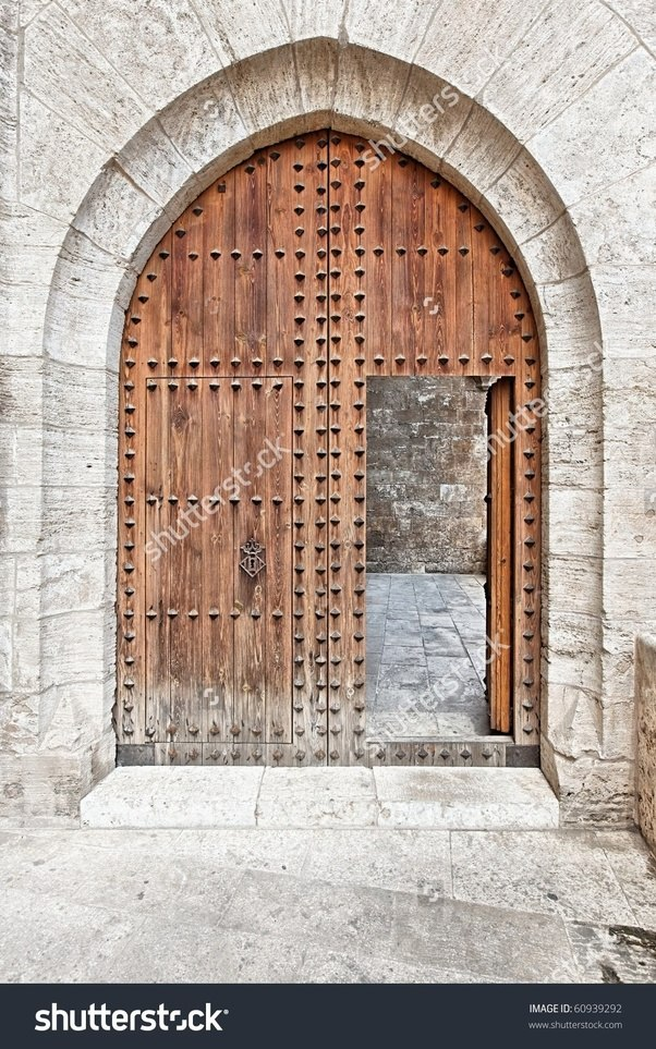 Many had a small wooden door in it too. & Did the gates on medieval castles/cities open inwards or outwards ...