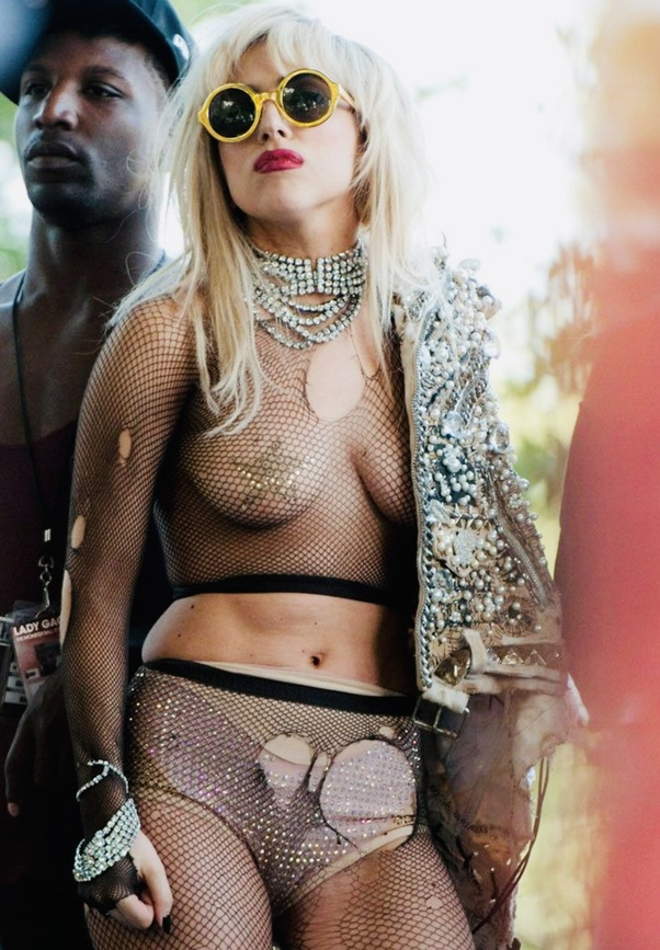 What are some stunning photos of Miley Cyrus and Lady Gaga
