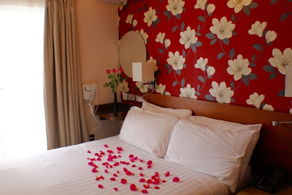 What is the way to get lower prices at hotels? - Quora