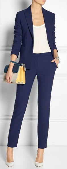 What colour shoes with navy trousers