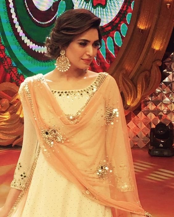 Indian Party Hairstyles: Which Type Of Earrings Are Suitable For A Salwar Suit?