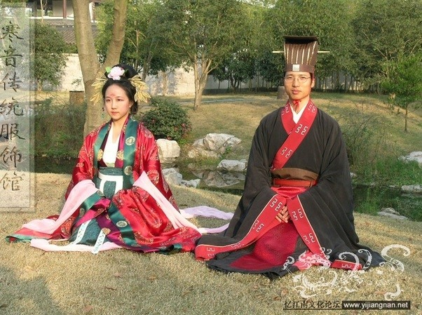 When does the bride wear the traditional red dress in a modern heres what real traditional wedding clothing look like for han chinese which is the majority population in china and had ruled china for at least 4000 publicscrutiny Image collections