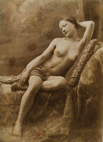 nude photography Earliest
