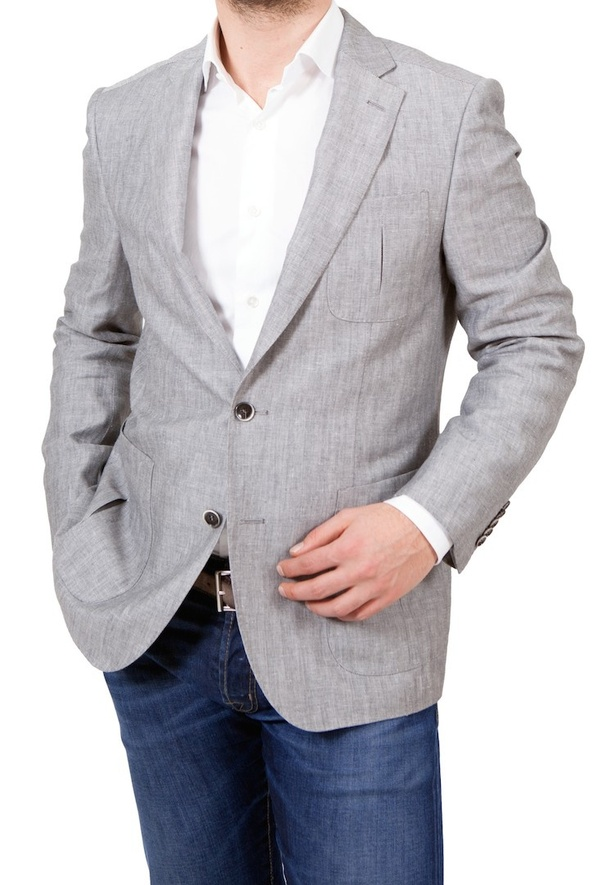 What Are The Best Color Shirts For A Light Grey Blazer And Dark Blue