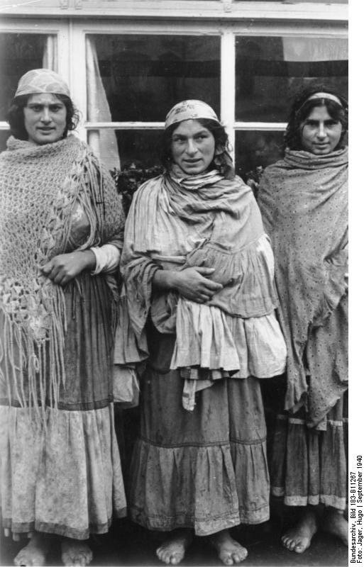 Why were Gypsy (Roma) women known to travel barefoot