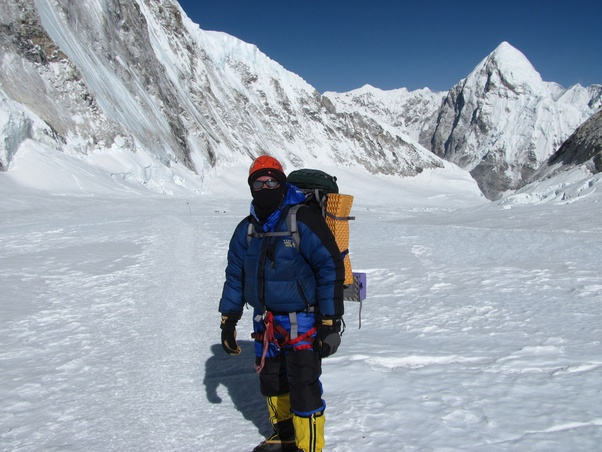 how much would it cost to climb mt everest