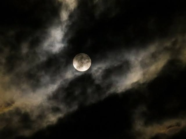 Is it advisable to wear a pearl for the 8th house Moon, with